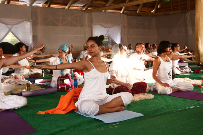 A Session of Festival de Kundalini Yoga  By JAIME RAMOS from santiago, chile (+fky-57) [CC BY-SA 2.0], via Wikimedia Commons